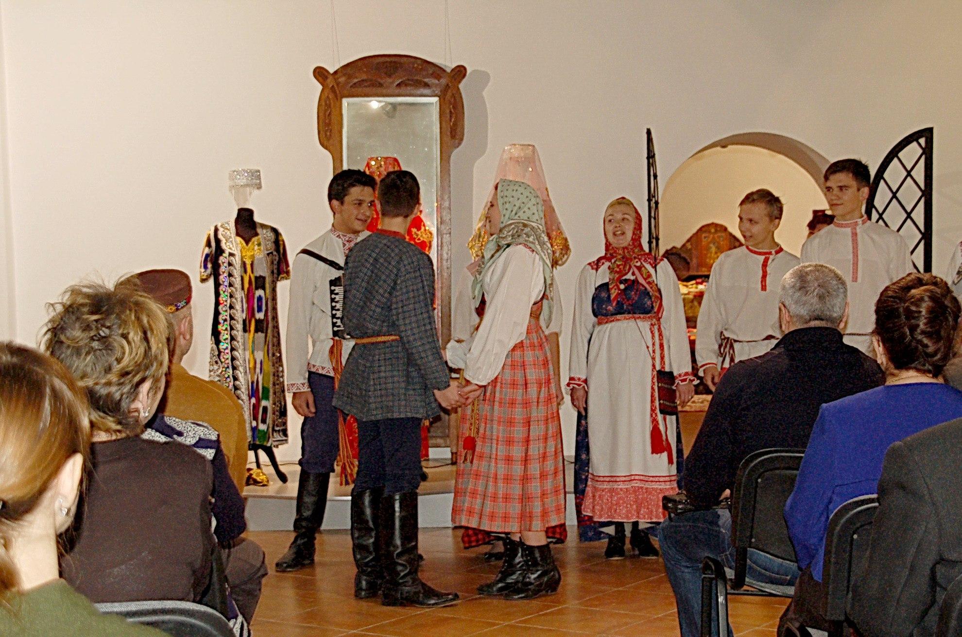 Выступление фольклорного коллектива Школы традиционной народной культуры.